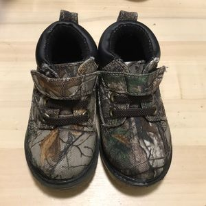 Camouflage toddler boots Size. 4